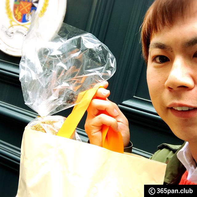 【代々木上原】インパクト大『黒糖と白ごまのバトン』他-マンマーノ - 東京パン