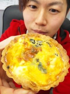 ブーランジェリー浅野屋『ほうれん草とクリームチーズのキッシュ』『ボンジュールチーズ』 - 東京パン