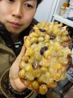 メゾンカイザー『クロワッサン』『5種の豆パン』 - 東京パン