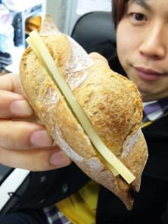 ブーランジェリー浅野屋『メープルウォールナッツ』『ビアバケット(コンテチーズ)』 - 東京パン