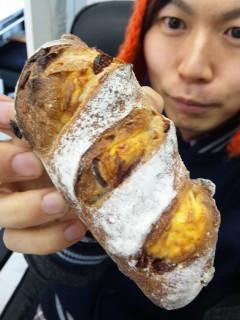 ブーランジェリー浅野屋『カンパーニュ クランベリー&チーズ』『ビアバケット(コンテチーズ)』 - 東京パン