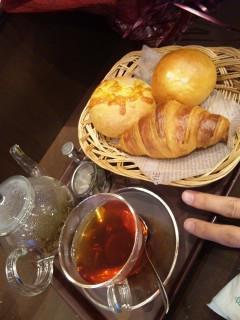 ブランジェリー・エ・カフェ マンマーノ『クロワッサン』他 - 東京パン