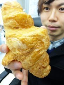 巨大クロワッサンw - 東京パン