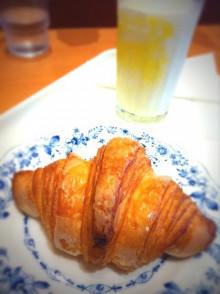 駅ナカのドトールさんにてお昼ごパン - 東京パン