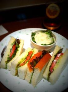 カフェのパンは最寄りのパン屋さんのパンとは限らない - 東京パン